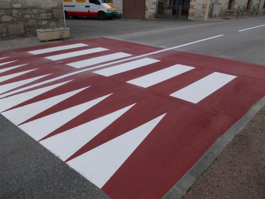 marquages routiers balisages zones de stationnement loupias peinture balisage routiers. Black Bedroom Furniture Sets. Home Design Ideas