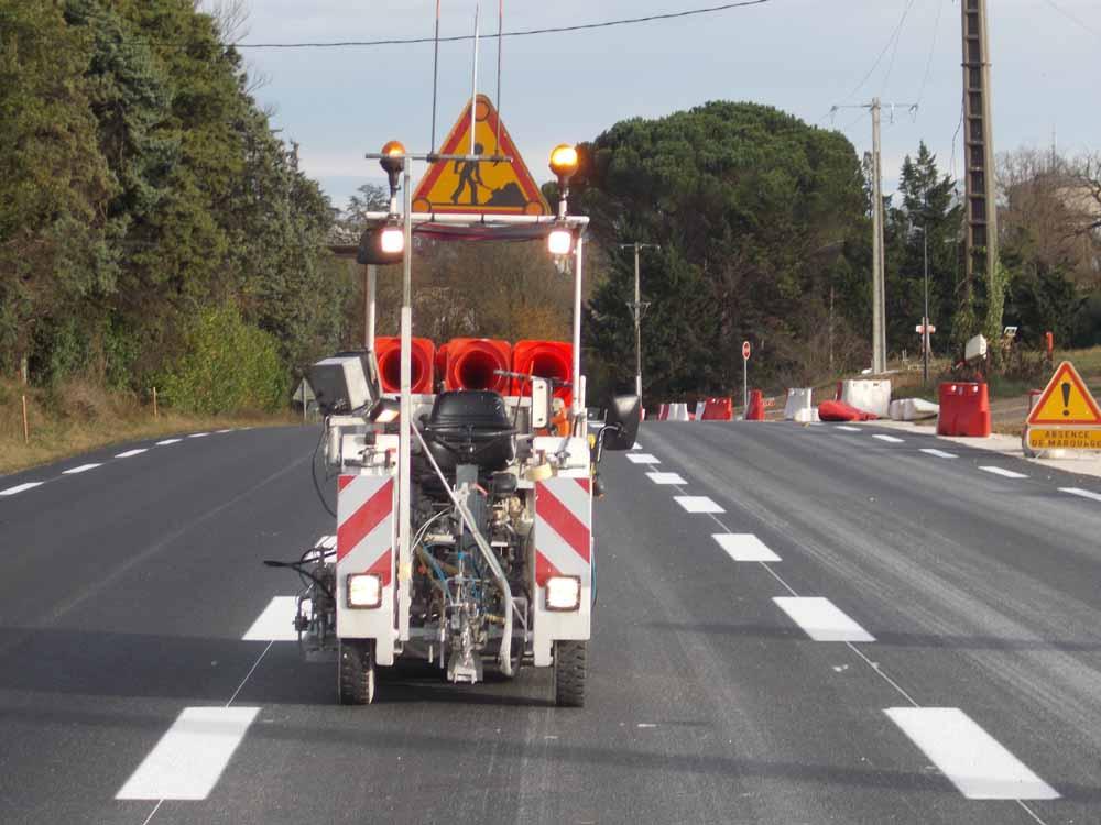 Machine AIRLESS pour marquages routiers de la SAS Loupias